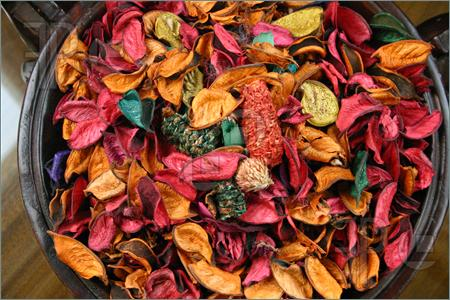 Wiccan Moonsong: How To Make Your Own Potpourri.
