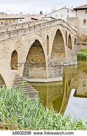 Pictures of romanesque bridge over river Arga, Puente La Reina.