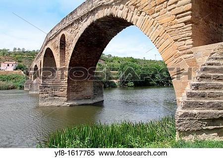 Stock Image of Romanesque bridge in Puente la Reina, Navarre.