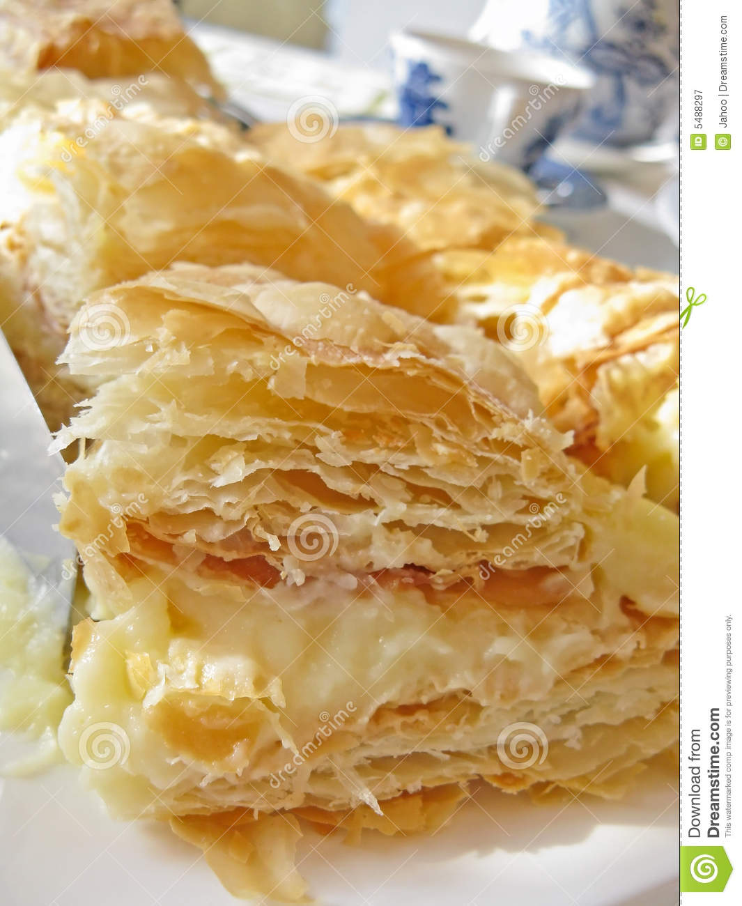 Pastry Clipart Puff Pastry With Cream #X0dKtP.