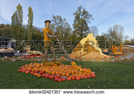 Picture of Figure of an alphorn player, hill made out of pumpkins.