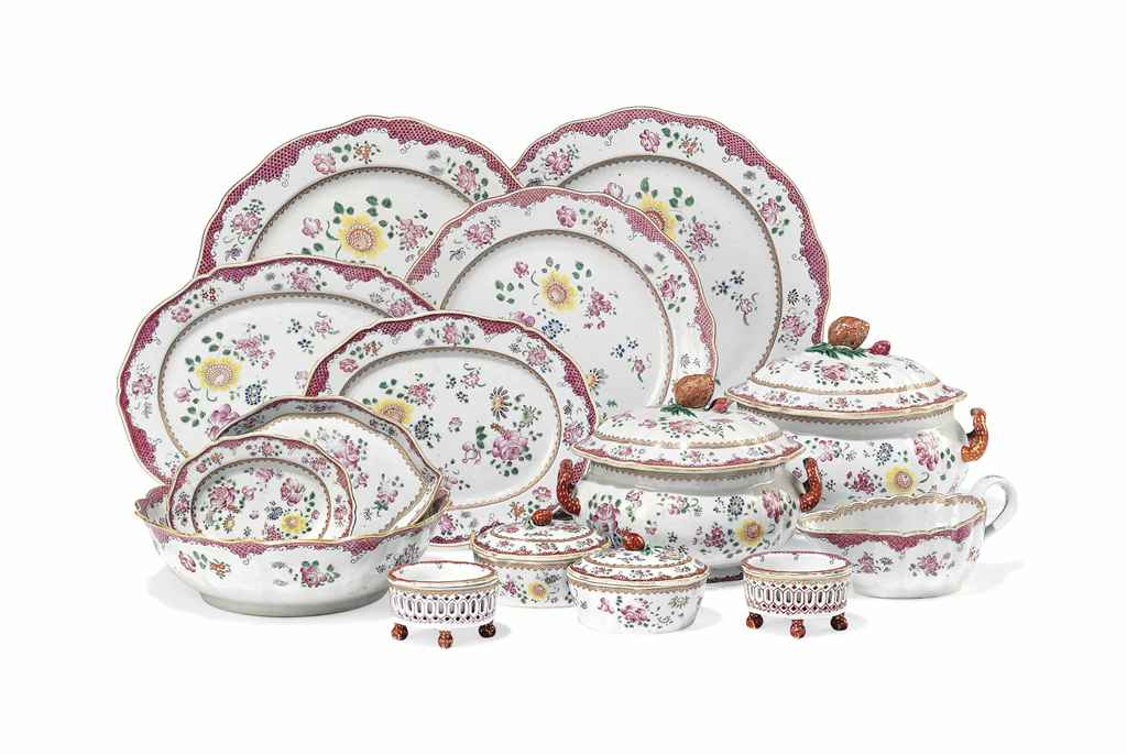 A CHINESE FAMILLE ROSE PART DINNER SERVICE.