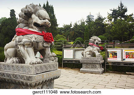 Pictures of Lion statues in a temple, Zhanshan Temple, Qingdao.