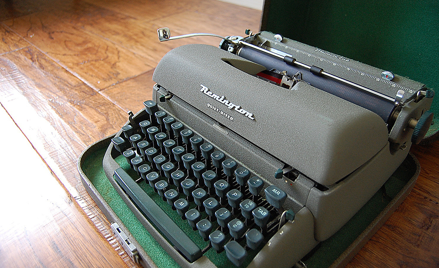 Nostalgic 50s vintage Remington Quiet.