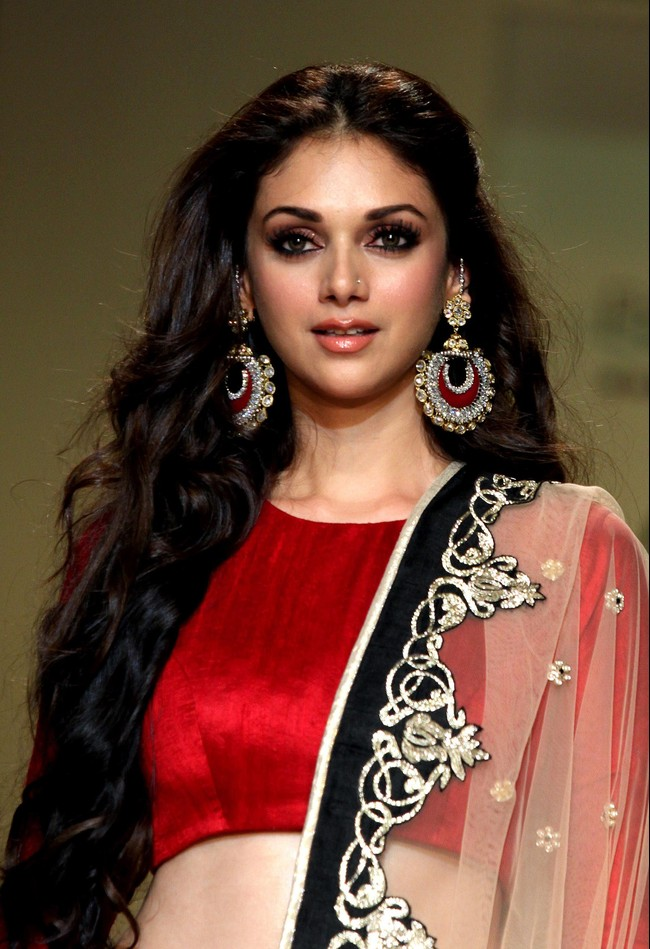 Magical Tips: Aditi Rao Hydari Hot Pictures in HD.