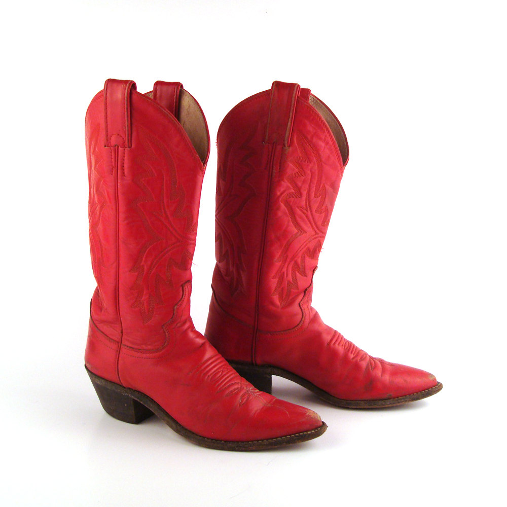 Red cowboy boots clipart.