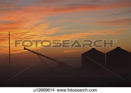 Stock Photo of lighting, clouds, sun, morning, predawn, reddish.