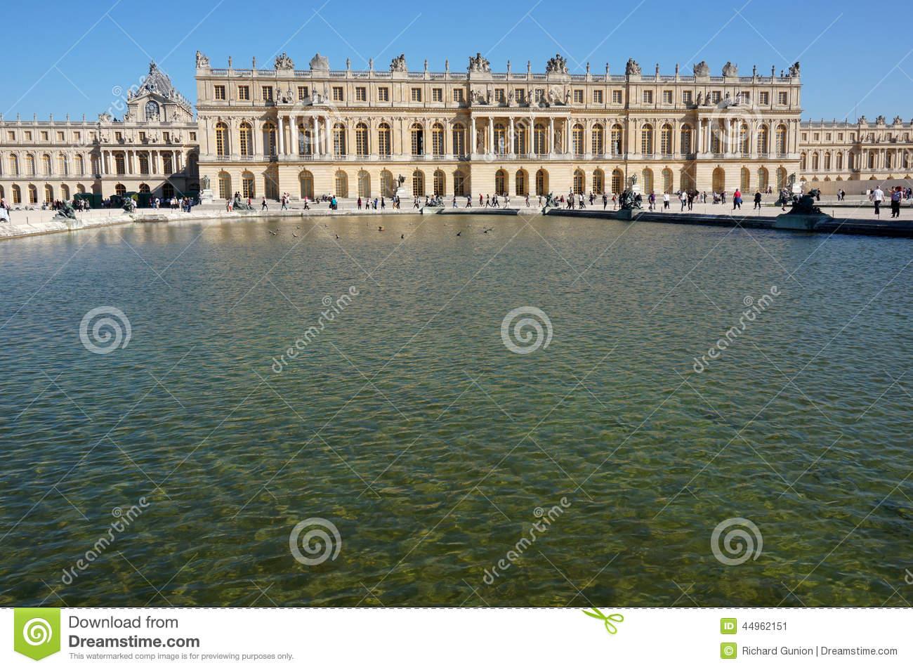 Versailles Palace And Reflecting Pool Editorial Photo.