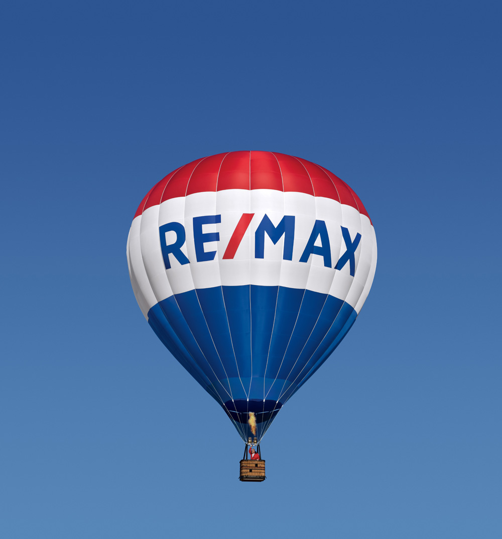 Brand New: New Logo for RE/MAX by Camp + King.