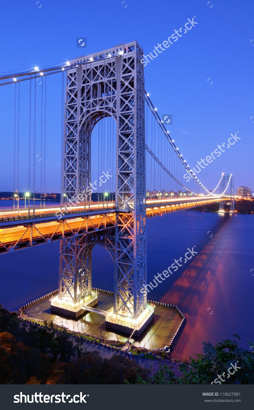 George Washington Bridge Spans Hudson River Stock Photo 110627981.