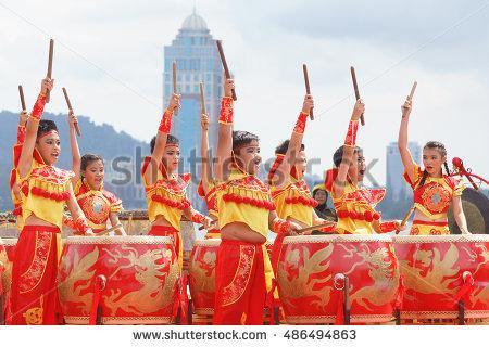 Traditional Dance Lizenzfreie Bilder und Vektorgrafiken kaufen.