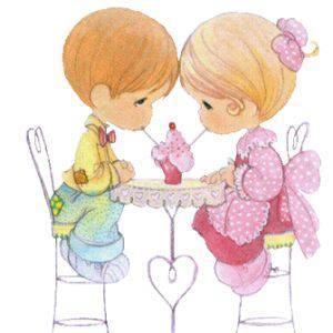 parejita romantica compartiendo helado.