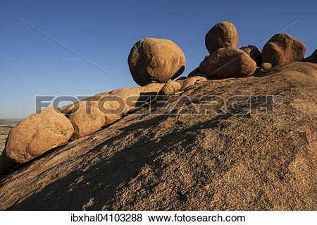 Pictures of Round rocks in the evening light, Bushman Paradise.