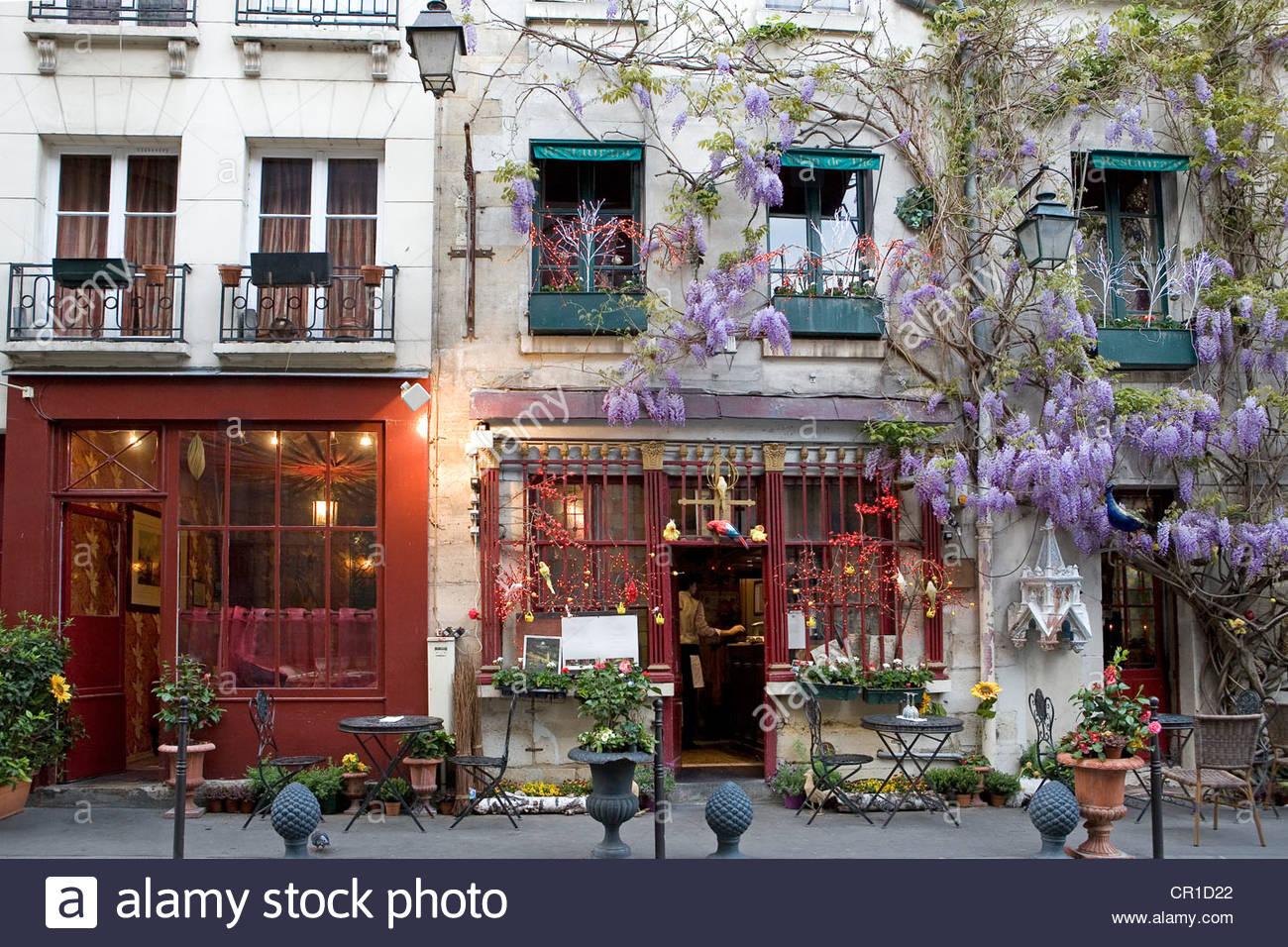 France, Paris, Ile De La Cite, Rue Chanoinesse Nearby Notre Dame.