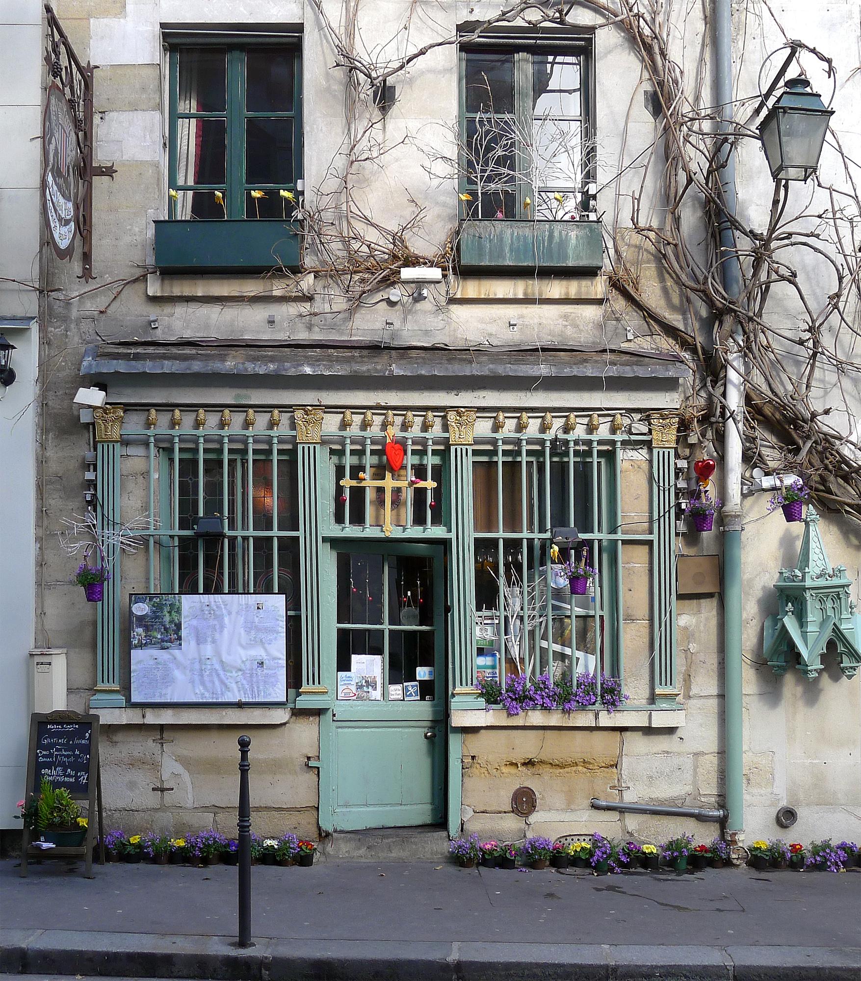 File:P1160459 Paris IV rue Chanoinesse n°24 PA00086255 rwk.jpg.
