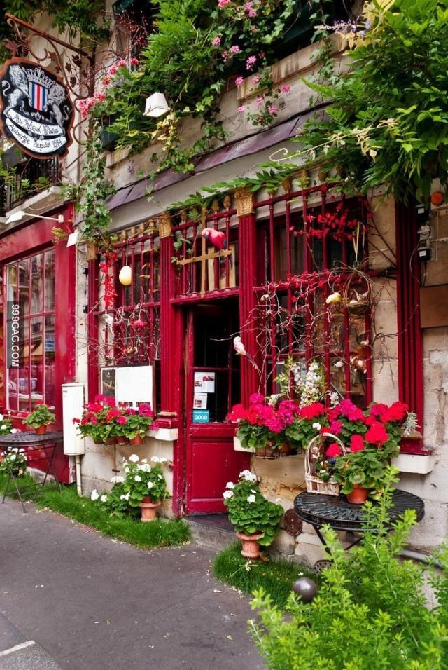 Rue Chanoinesse, Paris, Ile de la Cite..