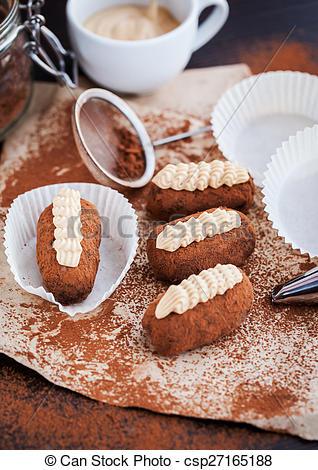 Pictures of Chocolate truffle rum balls cakes.