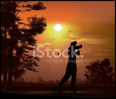 Golfspieler IN Der Abenddämmerung stock.