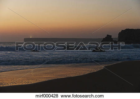 Pictures of Portugal, Algarve, Sagres, View of beach with breaking.