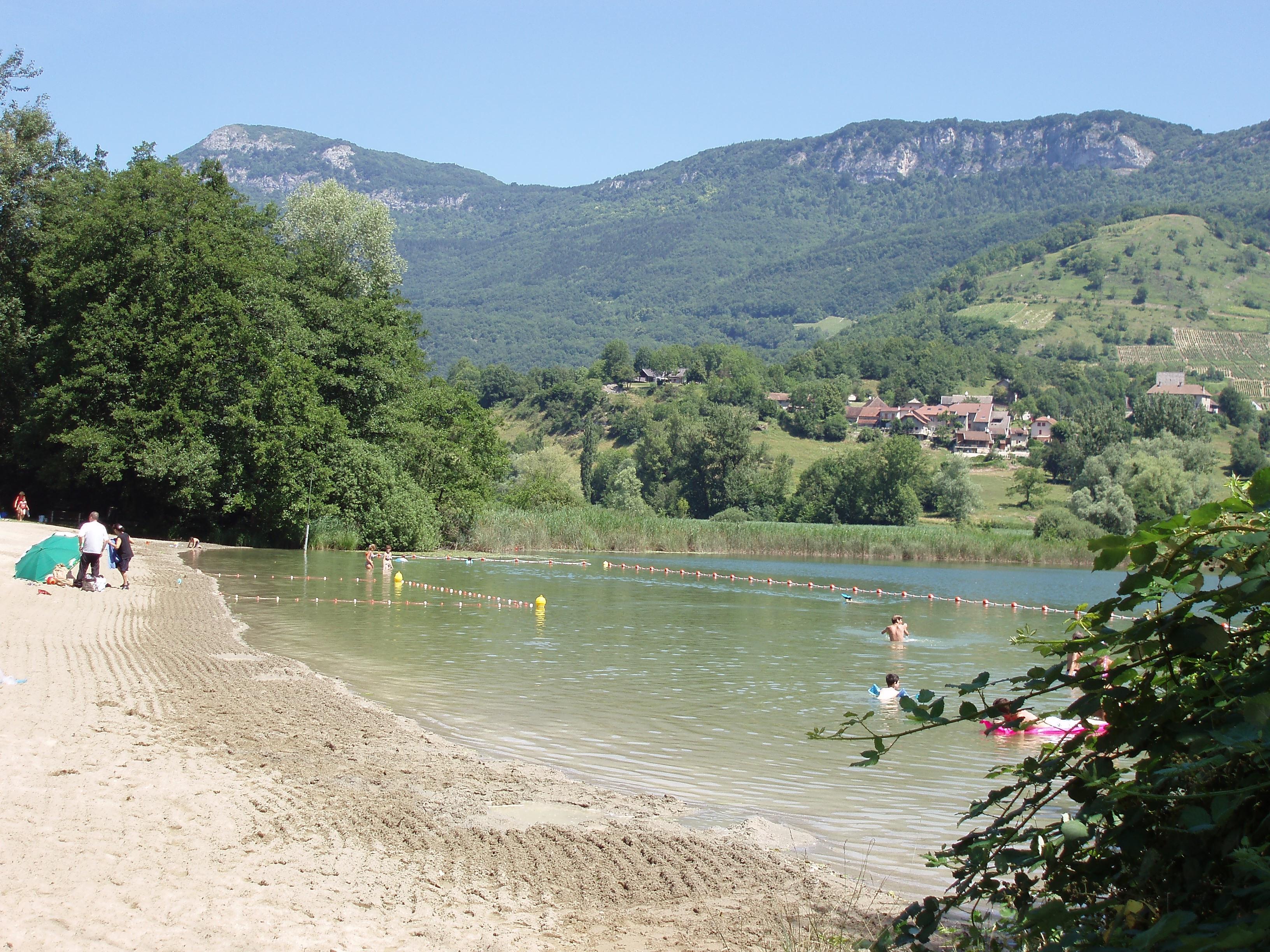 Plage du Lac de St Jean de Chevelu.