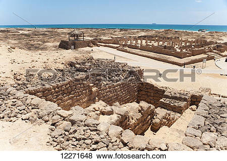 Pictures of Large court mosque seen from temple, Al Baleed.