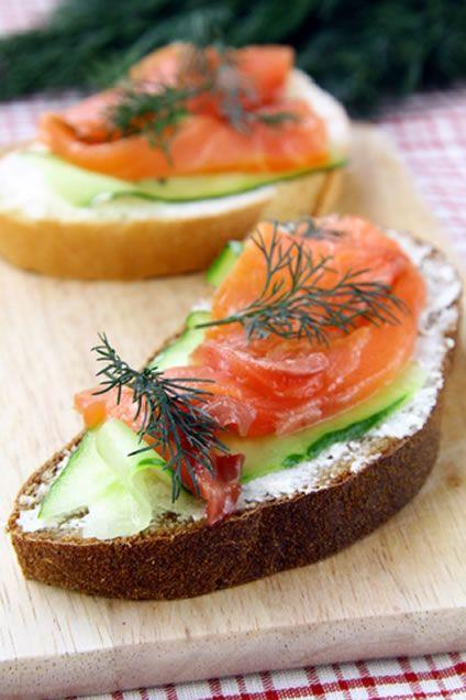Irish soda bread recipe with smoked salmon and cucumber.