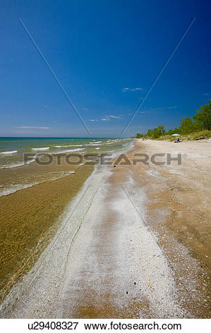 Picture of Sandy beach of Lake Ontario in Sandbanks Provincial.