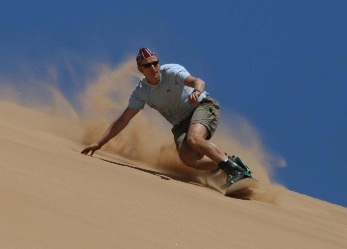 Curious Wallpapers: Sandboarding.