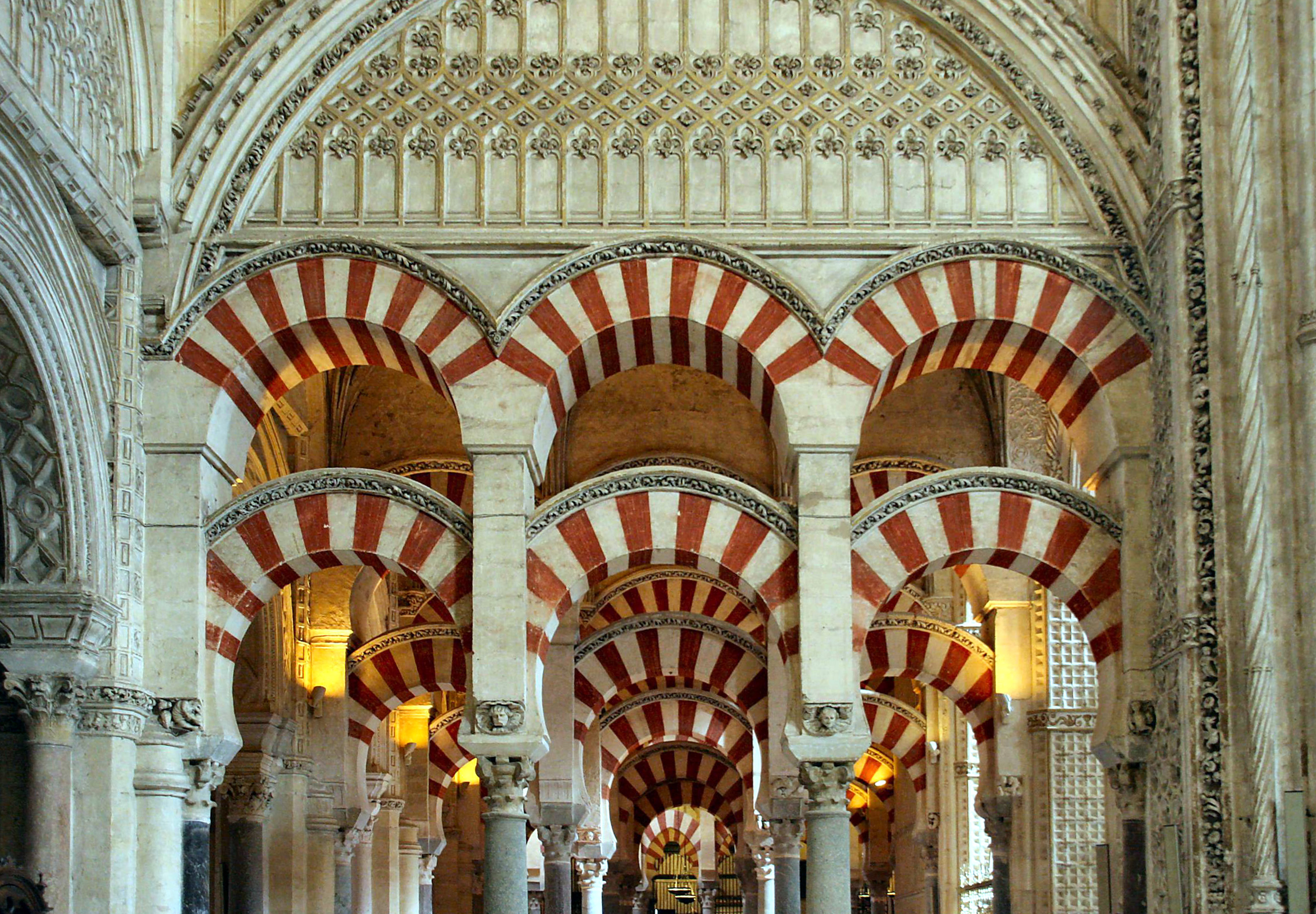 the building of the first mosque la mezquita of cordoba Abderraman ii made the first expansion (round 822) of the mosque of cordoba, by making the prayer hall larger.