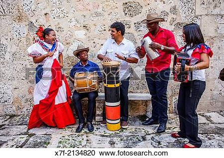 Stock Photography of Traditional music group, old city,Santo.