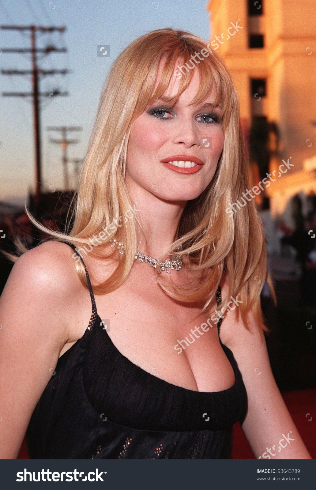 23mar98: Supermodel Claudia Schiffer At The 70th Academy Awards.