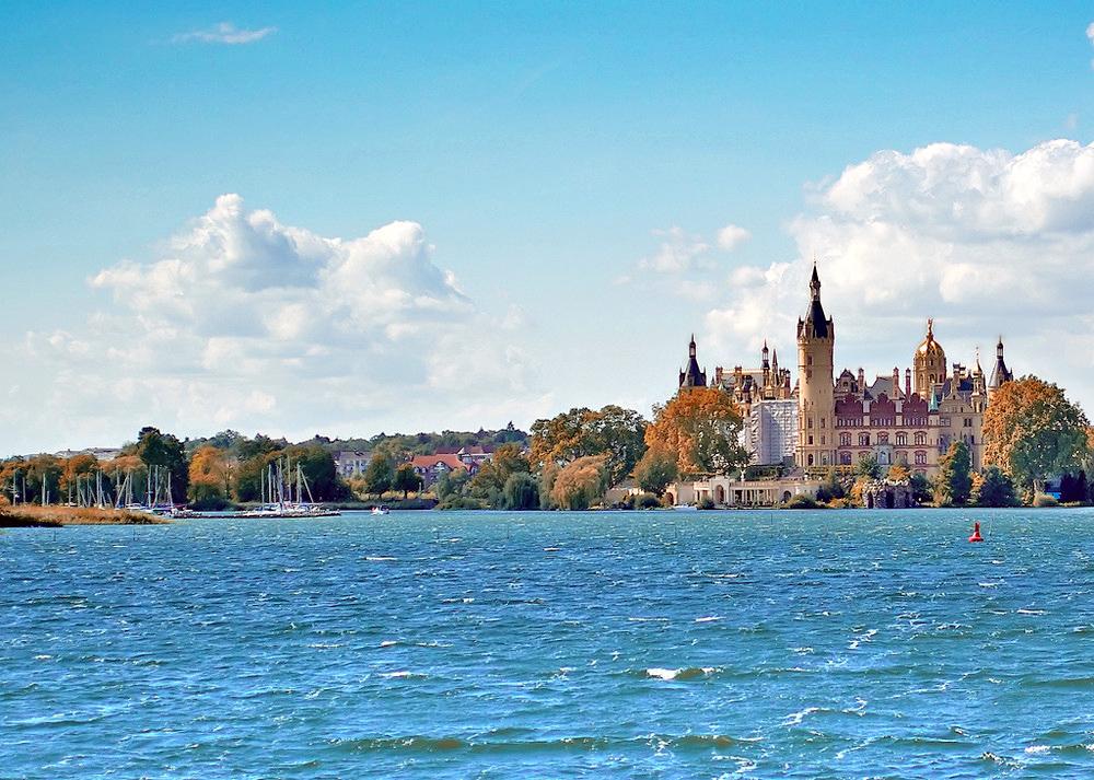 File:Am Schweriner Schloss See Castle Lake.jpg.