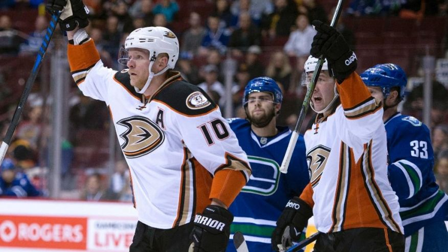 Perry, Eaves score early as Ducks down Canucks 4.