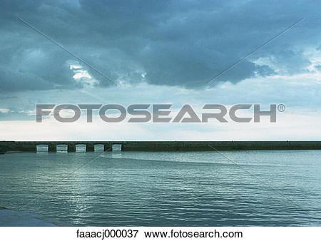 Picture of landscape, landscapes, horizon, horizons, sea, bridge.