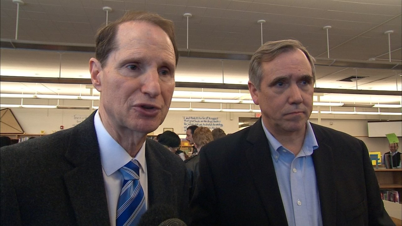Senators Wyden and Merkley reflect on the cost of the Oregon sta.