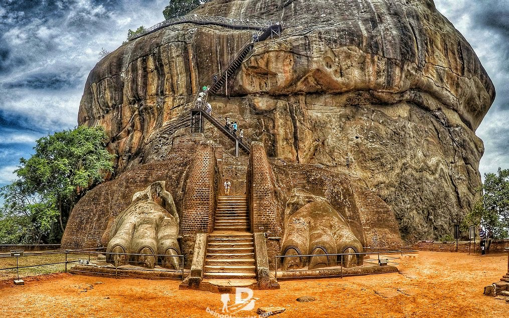 How to visit Sigiriya Lion Rock using local transport (by Bus).