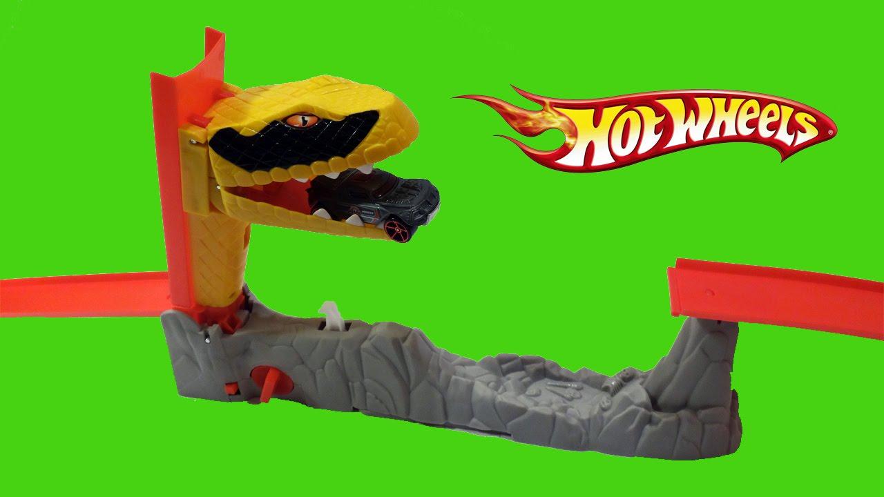 Hot Wheels Snake Attack Stunt Track Playset Demonstration.