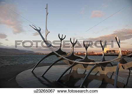 Picture of Solar Voyager sculpture.