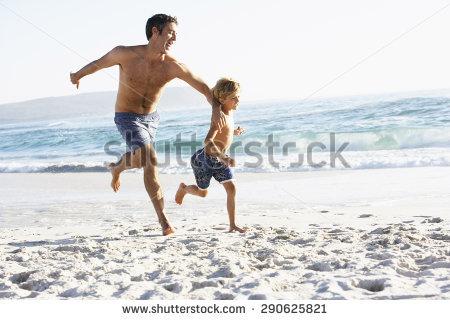 Happy Along Family Running Stock fotos, billeder til fri.