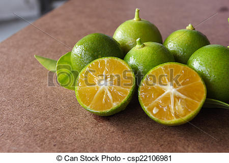 Pictures of Small oranges, sour orange juice used for separator.