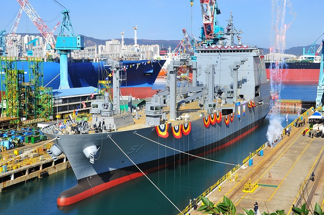 "HHI Launched ""Soyang"" First 10,000 Tons AOE."