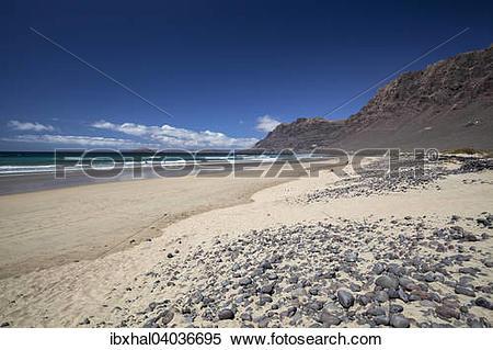 Stock Image of Famara Strand, Playa de Famara, mit Risco de Famara.