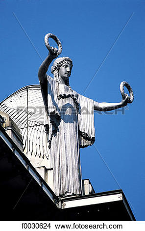 Stock Photo of Autriche, Vienne, détail de la Sparkasse, statue.