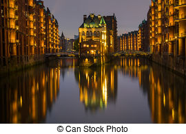 Pictures of old townhouses at the canal in Hamburg by night.