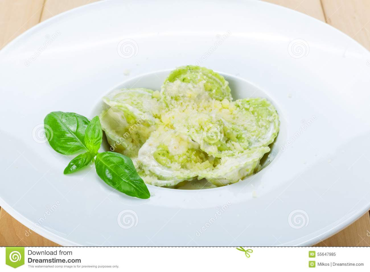 Ravioli With Spinach And Ricotta Cheese With White Sauce Stock.