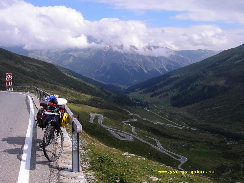 Györgyi Gábor: Bicycling in the Alps.