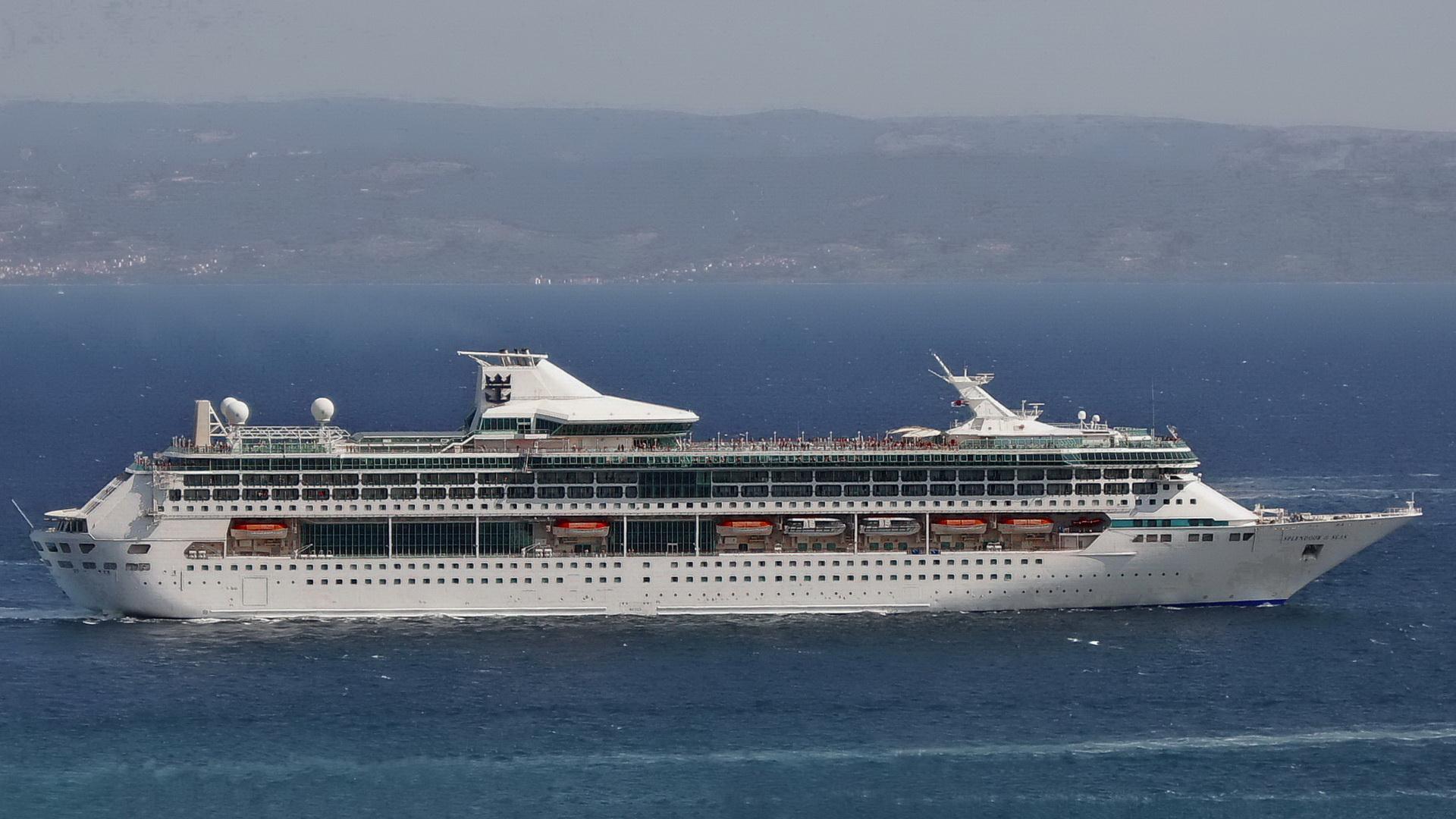 MS Splendour of the Seas.