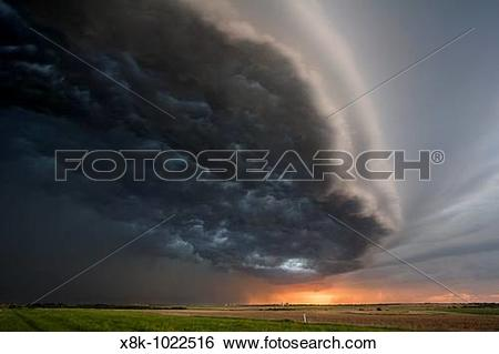 Stock Images of Squall line in northcentral Kansas, May 26, 2006.