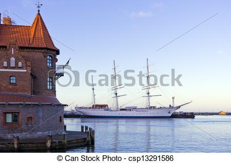 Pictures of Hafenamt Stralsund und Gorch Fock.