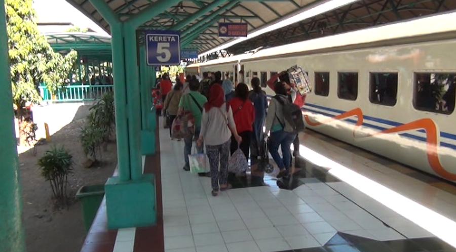 Stasiun Gubeng.